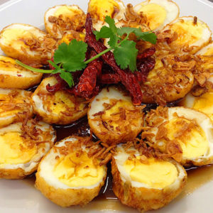 boiled_and_fried_eggs_in_garlic_&_pepper